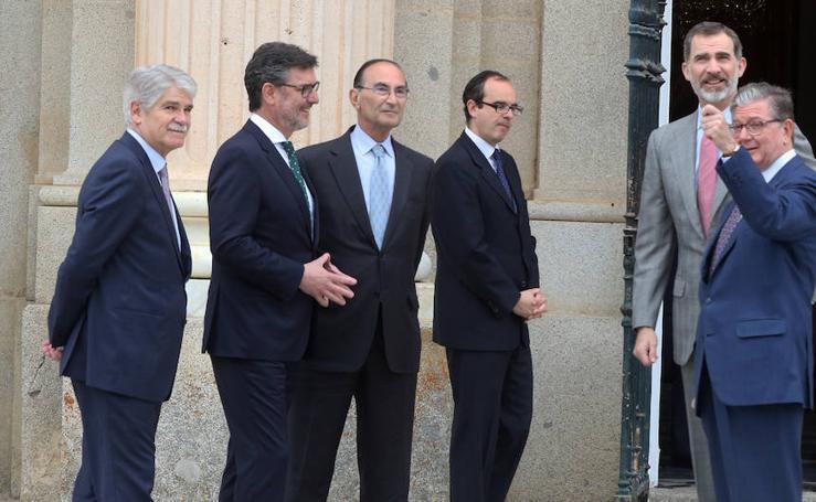 El Rey Felipe VI preside en el Palacio Real de La Granja la reunión del Instituto Elcano