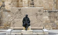 El ministro de Cultura destaca la relevancia de Julio López, autor del monumento a Jorge Manrique
