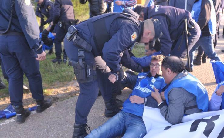 Concentración de los sindicatos de funcionarios de prisiones en los accesos al Centro Penitenciario de Valladolid