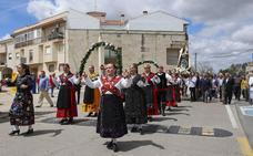 Los vecinos rinden honores y dedican sus bailes a la Virgen de los Remedios