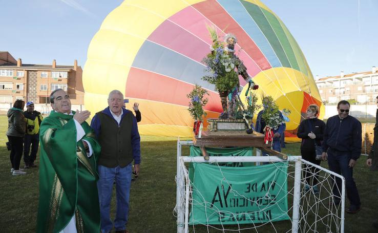 San Isidro viaja en globo en Dueñas
