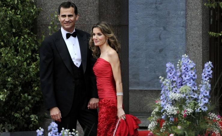 Los vestidos que ha lucido la reina Letizia en las bodas reales