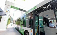 Guipúzcoa se interesa por la red de buses eléctricos de Valladolid, pionera en España