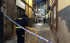 Acordonan la Calle Carnicerías de León ante el peligro de derrumbe de un edificio