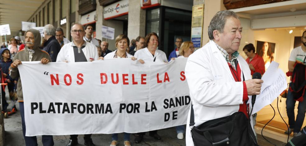 Un centenar de palentinos salen a la calle para reivindicar una sanidad pública de calidad