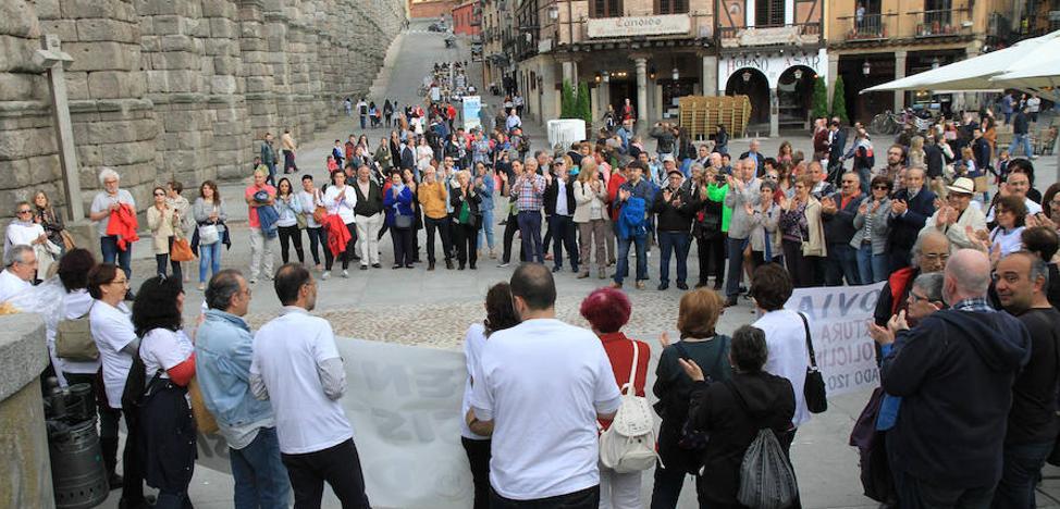 Marea blanca para alertar de la falta de especialistas en Segovia