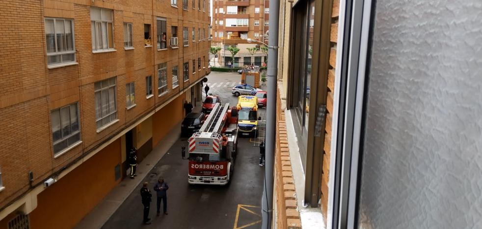 Los bomberos sofocan un incendio en una cocina de la calle Adajuela de Medina del Campo