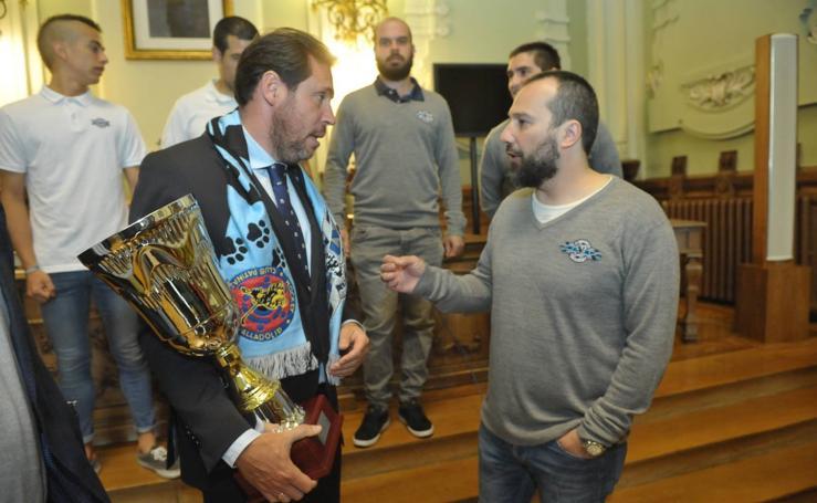 El VRAC Quesos Entrepinares presenta su título de Liga a la ciudad
