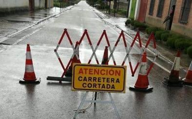 Cortada al tráfico la carretera entre Olivares de Duero y Villabáñez por las lluvias