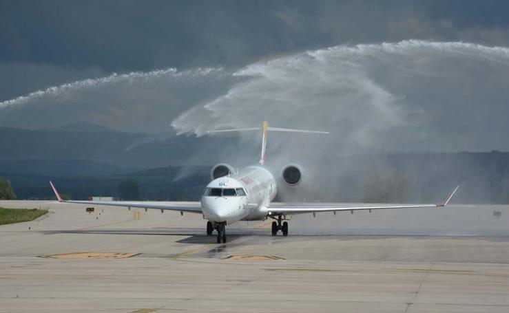 El Aeropuerto de Villafría reactiva sus operaciones