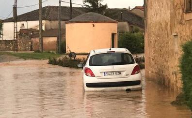 Cuatro personas son rescatadas al desbordarse un arroyo en Segovia