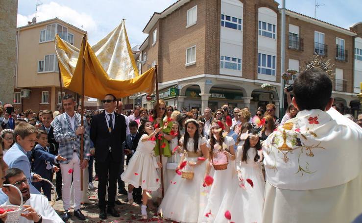 Celebración del Corpus Christi en Carbajosa de la Sagra (Salamanca)