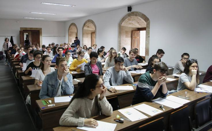 Alumnos salmantinos realizan la prueba de la EBAU