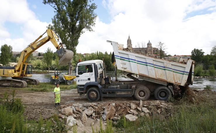 Comienzan las obras de la pesquera rota en el río Tormes