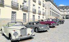 El Concurso Internacional de la Elegancia reúne en el Real Sitio a más de 80 coches clásicos