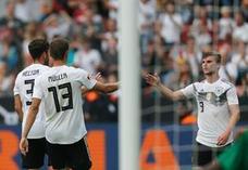 Alemania gana pero no convence