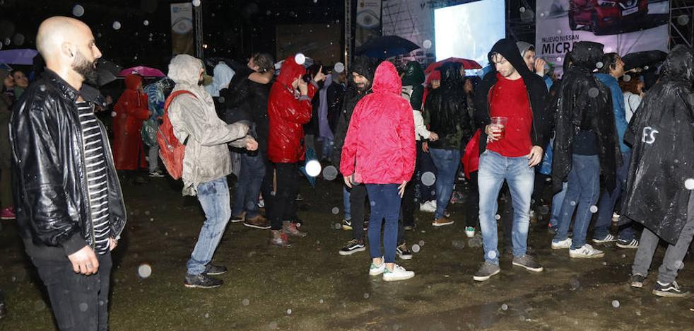 La capital palentina baila bajo la lluvia en el día grande del Palencia Sonora