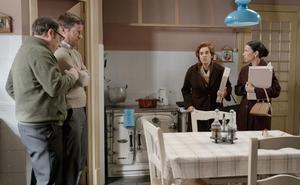 Manolita le cuenta a Benigna un secreto íntimo