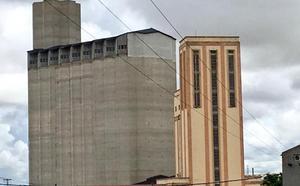 Rescatan a un trabajador que se precipitó al vacío en el silo de Medina del Campo