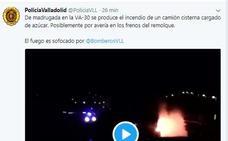 Un camión cisterna que transportaba 25.000 kilos de azúcar se incendia en el Polígono de San Cristóbal