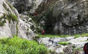 La excursionista vasca fallecida el sábado en la Ruta del Cares se tropezó con su propio bastón