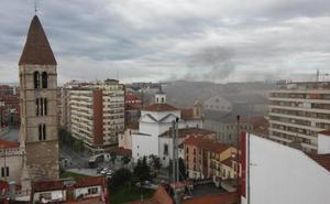 Intoxicado en el incendio de una cocina en un establecimiento de la calle Ebanistería de Valladolid