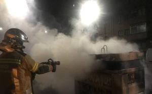 Un detenido tras arder nueve contenedores en Huerta del Rey