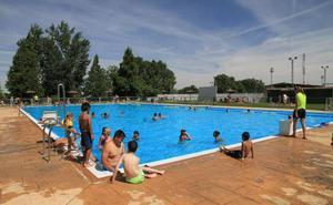 Las piscinas abrirán el sábado tras dos semanas de retraso por la lluvia y el frío