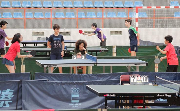 El pabellón de La Alamedilla acoge el Open de Tenis de Mesa San Juan de Sahagún