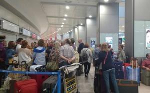 La suspensión de un vuelo a Canadá deja en tierra a 50 vallisoletanos de El Club de los 60