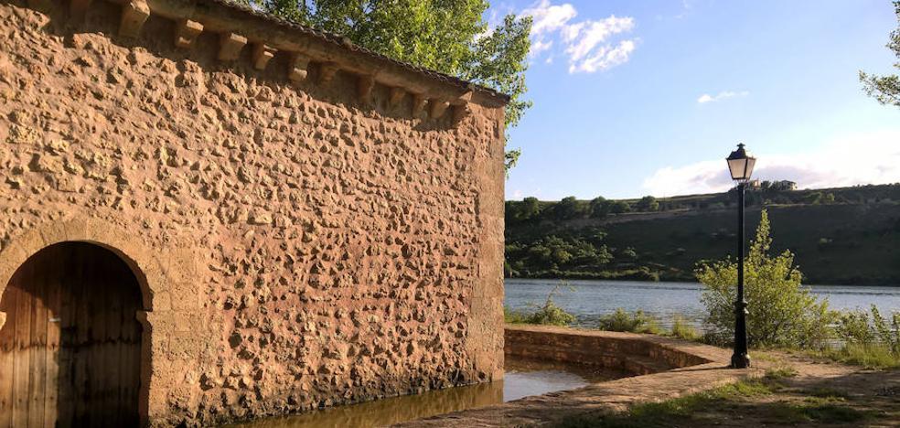 La ermita de la Vera Cruz sigue anegada con veinte centímetros de agua en el interior