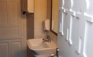 Lanzan una campaña para impedir que Castilla y León ponga baños mixtos en los colegios