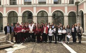 Educación recibe a los ganadores del concurso nacional 'Euroscola'