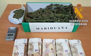 Detenido con medio kilo de marihuana en un coche en Villamayor