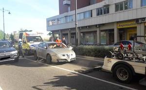 Una colisión por alcance entre tres vehículos obliga a cortar el puente de Adolfo Suárez de Valladolid
