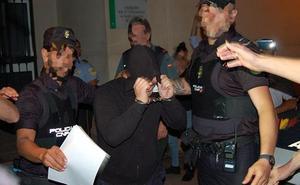 Prisión para los dos policías acusados de una agresión sexual a una joven en Estepona