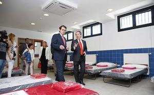 Cruz Roja duplica el espacio y las horas que dedica a auxiliar a personas sin hogar