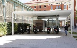 El Ayuntamiento probará este verano si el bar exterior de la Plaza de Abastos es viable