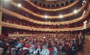 El Teatro Calderón se asoma a su vigésimo aniversario subido en el siglo XXI