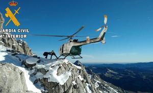 Rescatada en helicóptero una montañera de 52 años en el pico Curavacas