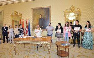 El Ayuntamiento premia a cinco profesores por la calidad de sus blog