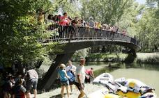 El colegio Jorge Manrique toma en canoa el río Carrión