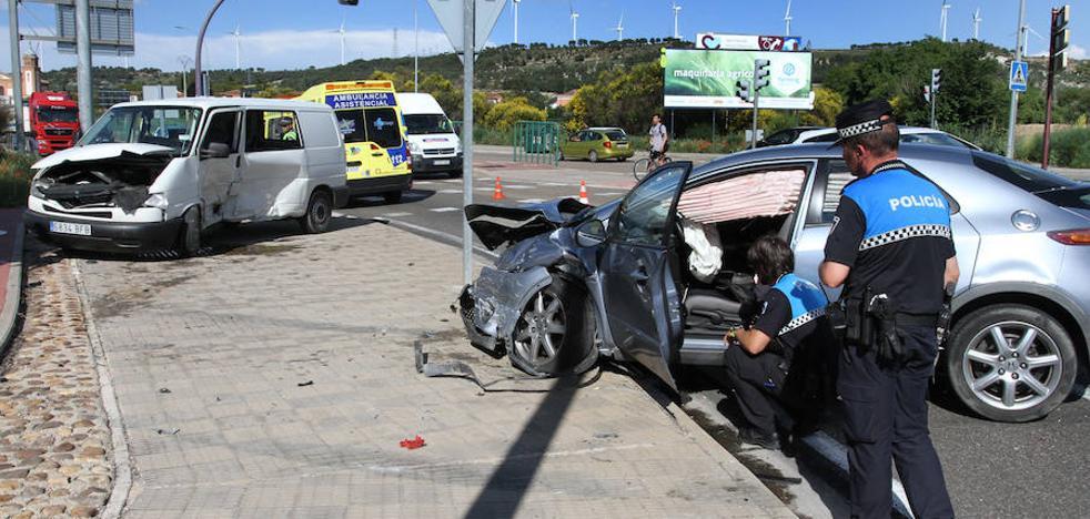 Herido un hombre de 57 años en una colisión entre un turismo y una furgoneta en Palencia