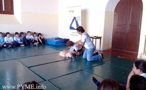 Cerca de 300 escolares de Primaria aprenden técnicas de primeros auxilios