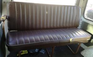 Denunciado el conductor de una furgoneta en Valladolid por instalar un sofá en el interior