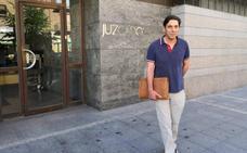 El Fiscal mantiene la acusación contra Lino Rodríguez por falsedad documental y retira la de su esposa