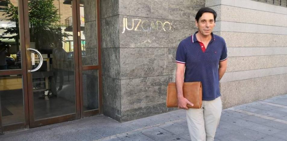 Lino Rodríguez y su mujer se enfrentan hoy a siete años de prisión por ocho facturas falsas