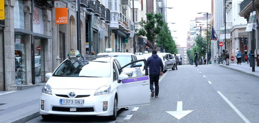 El Ayuntamiento retrasa unos metros la parada de taxis de Duque de la Victoria