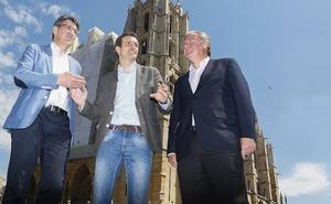 Pablo Casado se enfrenta a la «guerra sucia» del PP y advierte en León que no es un caballo cojo y que sale a ganar