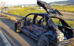Herido al colisionar un camión y un turismo en Íscar
